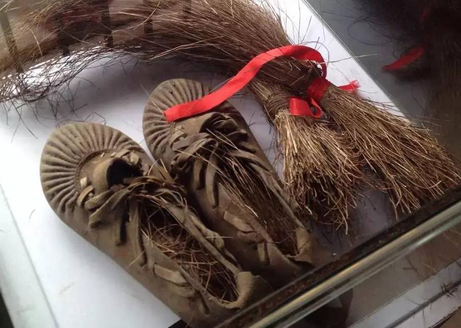 1 乌拉鞋和乌拉草