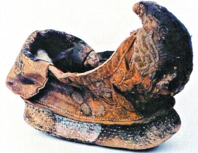 2 江西明墓出土的明代翘尖弓鞋(三寸金莲裹脚女性用鞋).jpg