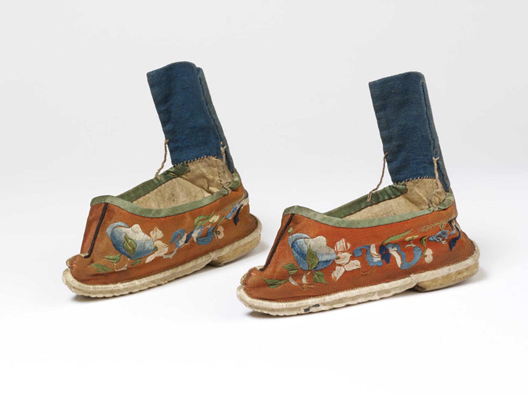 3 19世纪橙色地福寿纹绣花鞋 关键词-清代弓鞋;小脚鞋;三寸金.jpg