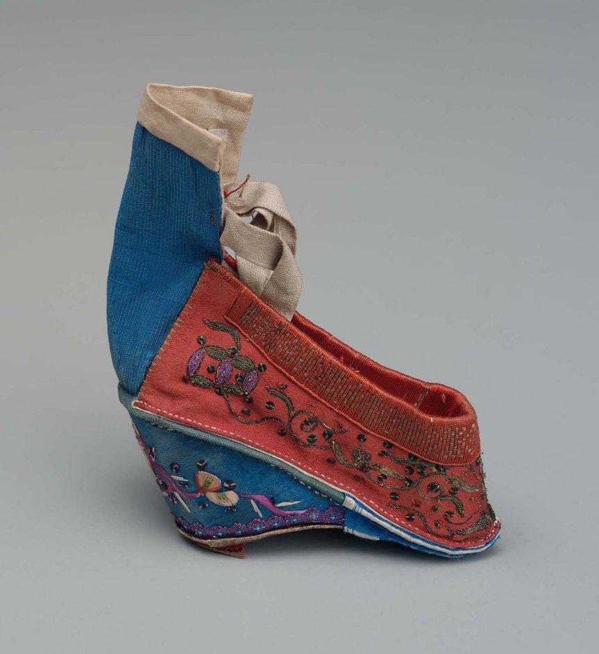 3 标题-19世纪红地盘金绣弓鞋 关键词-清代弓鞋;小脚鞋;三寸金.jpg