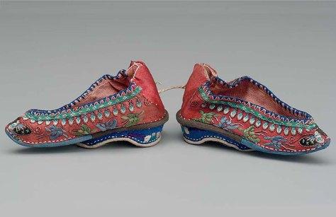 3 标题-19世纪红地蝴蝶纹绣花弓鞋 关键词-清代弓鞋;.jpg