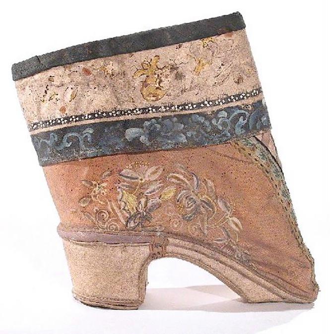 3 标题-19世纪花卉纹刺绣高跟小脚鞋 关键词-清代弓鞋;高跟小脚鞋;三寸金莲;花卉纹; 通用描述-清代弓鞋;.jpg