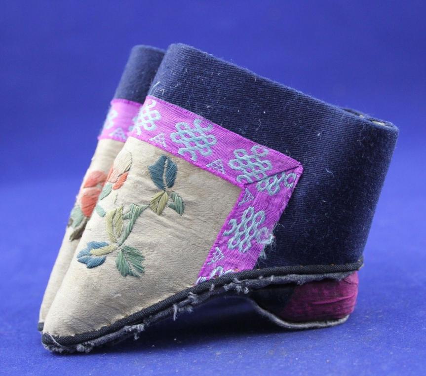 3 标题-清代花卉纹三寸金莲小脚鞋 关键词-清代弓鞋;小脚鞋;三寸金莲;花卉纹;.jpg