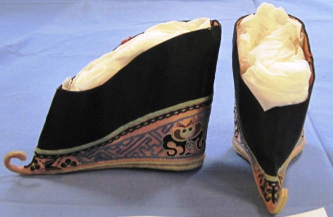 3 标题-清代黑色绣花底鞋 关键词-清代弓鞋;.jpg